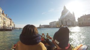 【冬のベネチア】新婚旅行で体験したゴンドラの乗り方と注意点